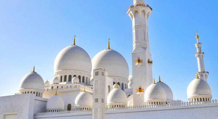 Worshippers gather at Sheikh Zayed mosque